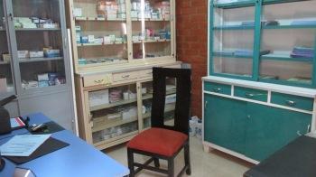 Das Arztzentrum ist mit Medikamenten und medizinischen Geräten ausgestattet, sodass sofort mit dem Betrieb begonnen werden kann.